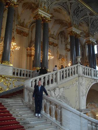 พิพิธภัณฑ์เฮอร์มิทาจและพระราชวังฤดูหนาว: Entrance stairway-wow!