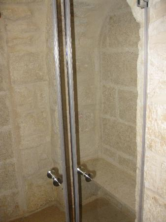 Mount Zion Hotel: The shower
