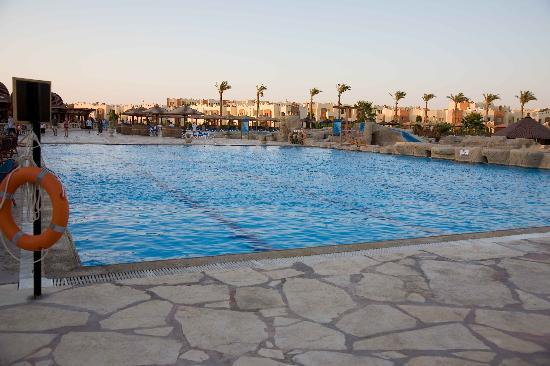 SUNRISE Select Royal Makadi Resort: Sports Pool