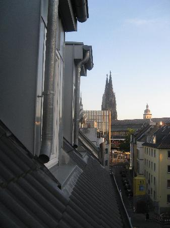 Hotel Domstern: View from front of triple room of the Dom and station