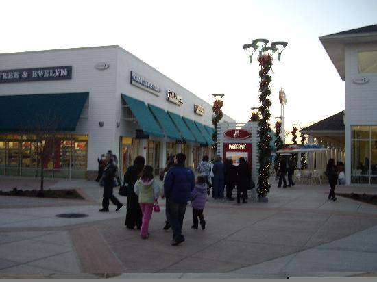 Jersey Shore Premium Outlets: One of the center courts