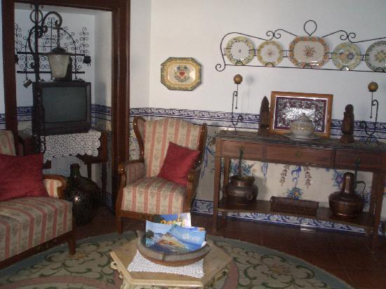 Casa de Sao Tiago do Castelo : one of the sitting rooms
