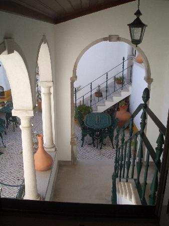 Casa de Sao Tiago do Castelo: another view to the courtyard
