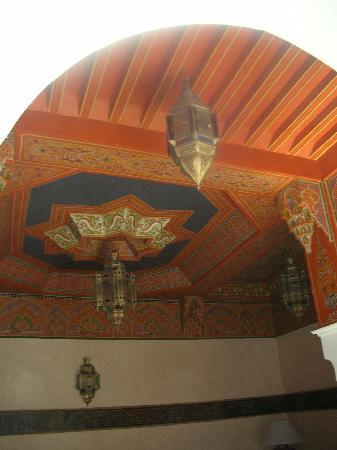 Riad et Dar Maison Do: the roof of one of the sitting rooms where guests can hang out