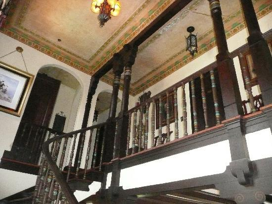 ‪‪The Villa Bed and Breakfast‬: Main stairway‬