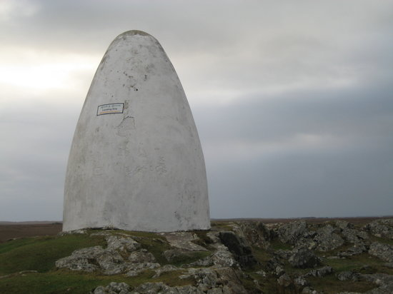 Clifden, Irland: The landing site memorial