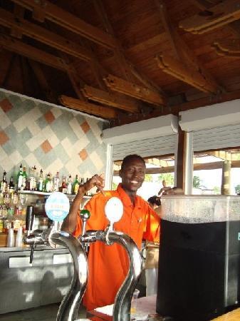 Club Med Columbus Isle: Babacar, el Barman del Bar Azul