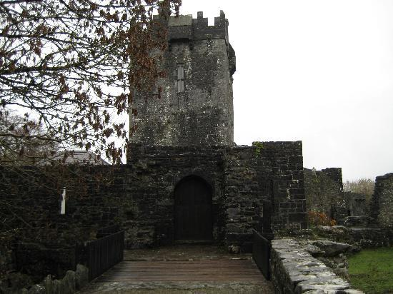 Aughnanure Castle: The entrance