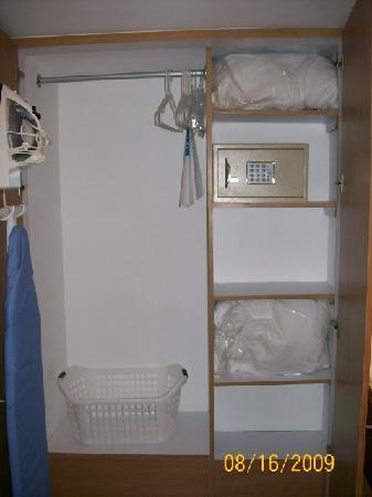 Foto de staybridge suites guadalajara expo guadalajara for Closets en guadalajara precios