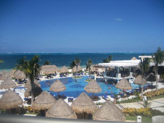 Excellence Playa Mujeres: Pool with the Swim up Bar