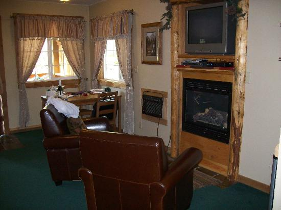 Carson Ridge Luxury Cabins: A cozy spot by the fireplace