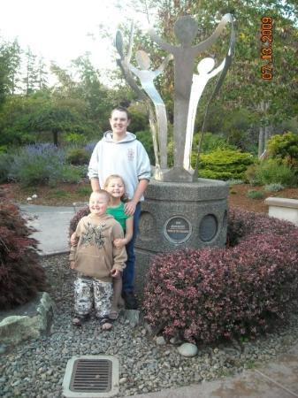 Azalea Park: the kids in front of the neat metal statue