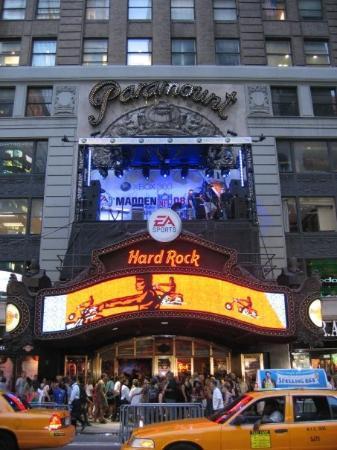 Hard Rock Cafe: NEW YORK CITY 2007: l'Hard Rock Cafè di NY... Negli anni 50 c'era il cinema Paramount dove è sta