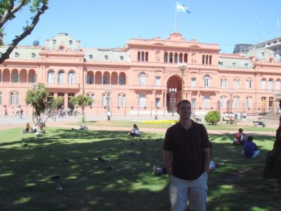 The Pink House: Me in front of the Casa Rosada - Buenos Aires, Argentina - November, 2007