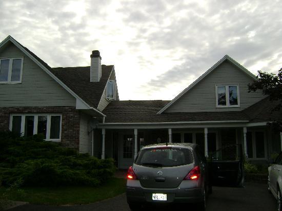 Mackenzie House Tourist Home: l'extérieur