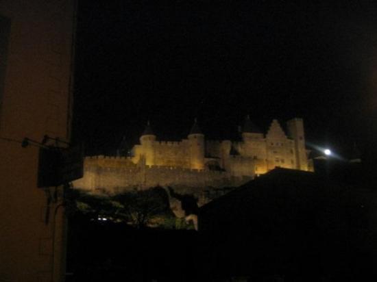 เมืองโบราณการ์กาซอน: Paisaje nocturno.