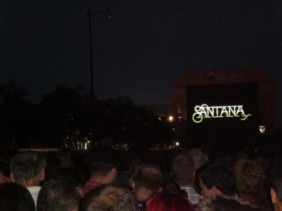 จัตุรัสวีรชน: Budapest - Santana concert