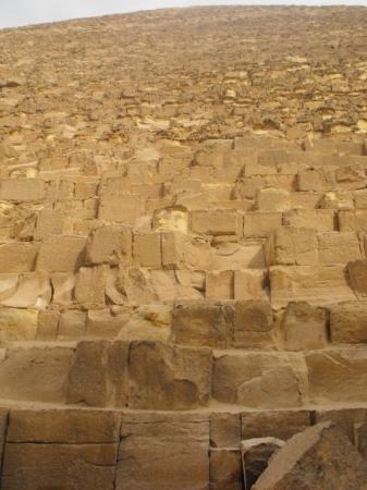 มหาพีระมิดกีซ่า: Pyramid wall