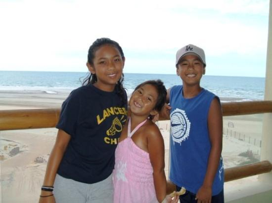 Alexa, Ally & Austin on our hotel balcony, Puerto Penasco, Mexico - Aug. 2007