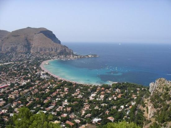 Palermo, Italia: spiaggia di Mondello