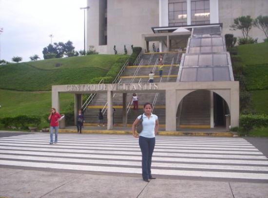 คลองปานามา: Frente a la entrada del Canal de Panama