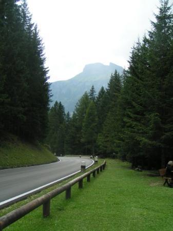 กานาไซ, อิตาลี: Dolomites. The road less traveled by.