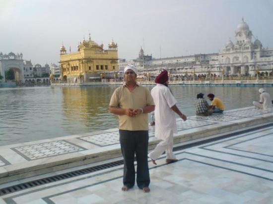 วิหารทองคำ (วิหารหริมันทีร์): Golden Temple,Amritsar... one of the wonders of India. It was really the a great feeling to star