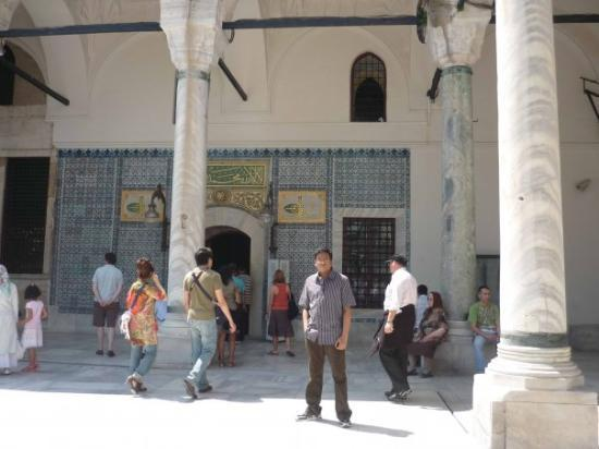 Topkapi Palace: In front of the entrance to 'Privy Chamber'