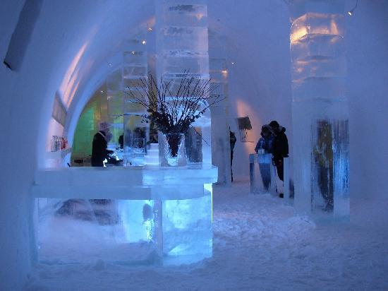 Icehotel : The icebar