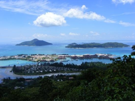 เกาะมาเอ, เซเชลส์: view wif other islands