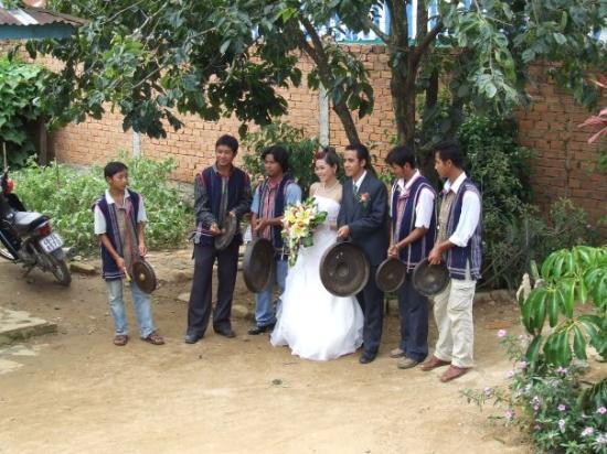 ดาลัด, เวียดนาม: Lat Village wedding