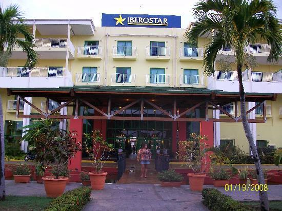 IBEROSTAR Tainos: entrada al hotel
