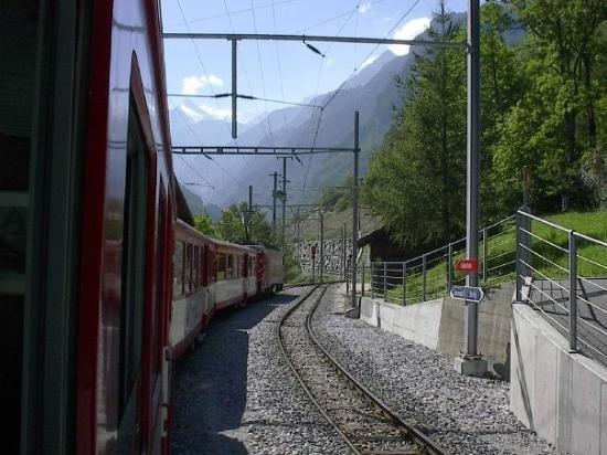 เซอร์แมท, สวิตเซอร์แลนด์: On the way to Zermatt