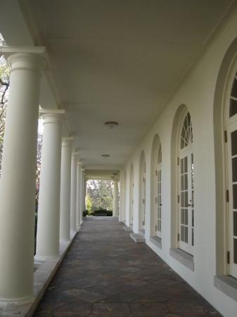 White House: I love how this walkway looks.