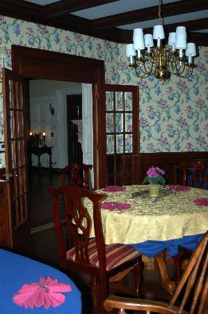 Shining Dawn Bed and Breakfast Retreat Center : Dining Room at Shining Dawn B&B