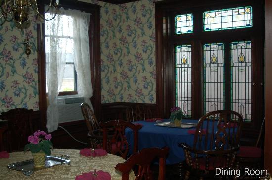 Shining Dawn Bed and Breakfast Retreat Center: Dining Room at Shining Dawn B&B