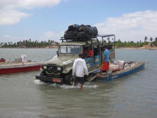 เจริโคอาโคอารา: Our car getting off the ferry, Jericoacoara