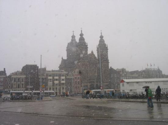 Centraal Station: Easter Sunday, Amsterdam