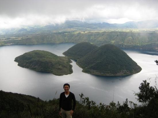Laguna Cuicocha : Twin islands in the crater