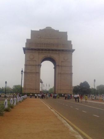 India Gate: GATEWAY TO INDIA DELHI