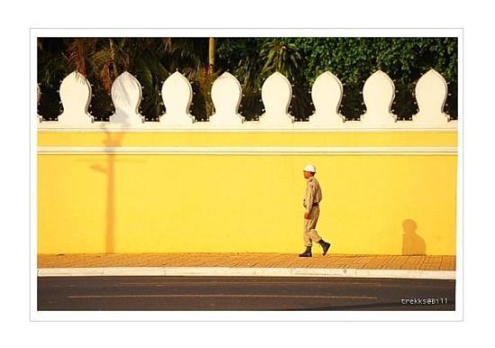 พระราชวังหลวง: Early morning before offices or shops open.  Royal Palace in Phnom Penh has a long history if