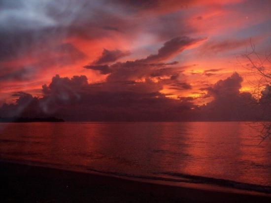 Subic, ฟิลิปปินส์: sunrise in the philipines