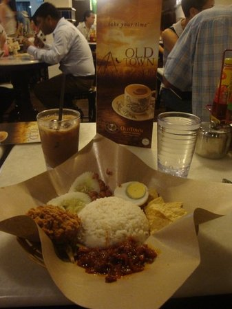 Nasi Lemak with Old Town White Coffee.. nyammyy..