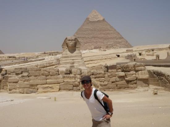พีระมิดคีออฟ: Me in front of the Sphinx and the Pyramids