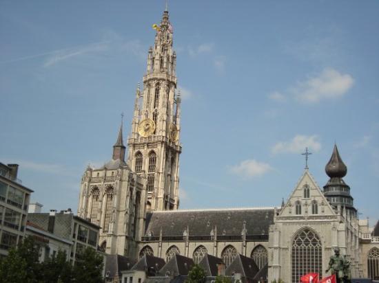 คาเธดราลออฟอาวร์เลดี้: A Catedral vista do Markt