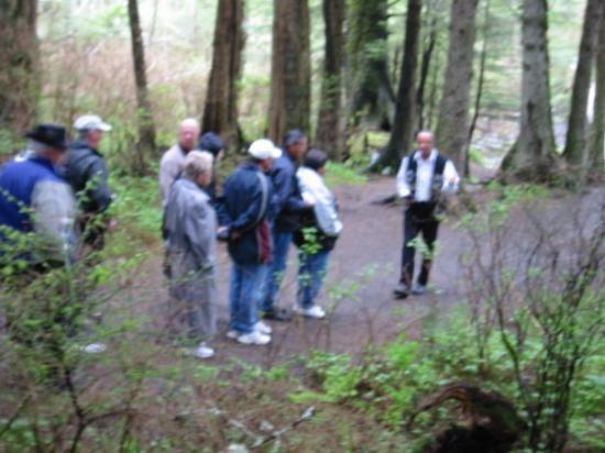 Sitka National Historic Park/Totem Park: Walk through the woods at Stika National Park