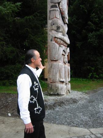 Sitka National Historic Park/Totem Park: Tour guide giving talk on the story of the totems