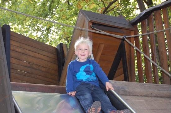 Berlin Zoological Garden: Silas får en rutsjetur på legepladsen i Berlin Zoo