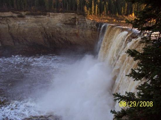 Yellowknife Outdoor Adventures: AFalls