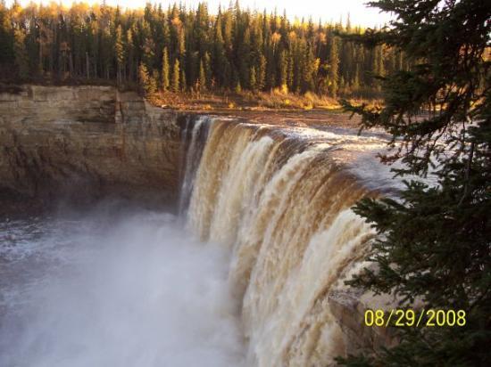 เยลโลไนฟ์, แคนาดา: Alexandra Falls